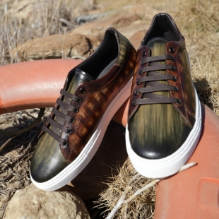 GREEN PATINA  GREEN STRIPED PATINA, CHESTNUT CHECKS, LEATHER LINING, BROWN LACES, RUBBER SOLE, DUST BAG, SHOE-HORN AND BOX, MADE IN SPAIN  HANDMADE MADE TO ORDER IN 21 DAYS  FOR MEN  📱 www.shoesfactory1985.com #sneakers #zapatos #deportivas #shoes #fashion #spain #handmade #madeinspain #usa #shopping #bespokeshoes #bespokestyle #kill #amazingshoes #style #espardenyes #riviera #drivershoes #drivingshoes #eeuu #unitedstates #baseball #calavera