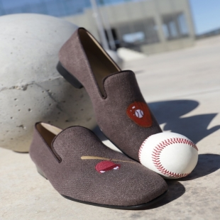 Do we play baseball? 🙄  ♦ http://mtr.cool/vjhiduszly #shoes #gentleman #menstyle #luxury #luxuryshoes #shoponline #sneakers #bespokeshoes #women #slippers #giuseppezanotti #loveshoes