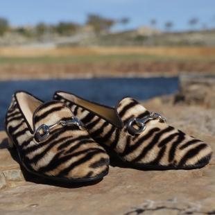NICOLE PONY TIGER FOR WOMEN.  PONY TIGER, BIT ORNAMENT, GROSGRAIN TRIM, LEATHER LINING, LEATHER SOLE, 14MM HEEL, DUST BAG, SHOE-HORN AND BOX, MADE IN SPAIN.  HANDMADE MADE TO ORDER IN 21 DAYS.  📱 www.shoesfactory1985.com  #lujo #luxury #madrid #españa #moda #fashion #marbella #barcelona #spain #trabajo #dinero #diseño #motivacion #design #instagood #emprendedores #instagram #exito #riqueza #negocios #instadaily #emprendedor #makeup #emprendimiento #shopping #puertobanus #blogger #inspiracion #style #beauty