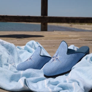 MULE SKY LINEN  SKY LINEN, WIND ROSE EMBROIDERY, LEATHER TRIM, LEATHER LINING, LEATHER SOLE, 14MM HEEL, DUST BAG, SHOE-HORN AND BOX, MADE IN SPAIN, HANDMADE TO ORDER IN 21 DAYS  FOR WOMEN  📱 www.shoesfactory1985.com #sneakers #zapatos #deportivas #shoes #fashion #spain #handmade #madeinspain #usa #shopping #bespokeshoes #bespokestyle #kill #amazingshoes #style #espardenyes #riviera #drivershoes #drivingshoes #eeuu #unitedstates