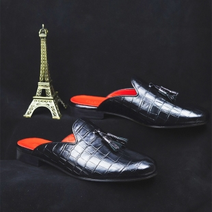 Paris is the city of love. Fall in love with our shoes ❤️  📱 www.shoesfactory1985.com  #paris #london #newyork #losangeles #miami #nyc #italy #fashion #france #tokyo #africa #love #chicago #berlin #dubai #travel #sanfrancisco #art #lasvegas #australia #la #japan #california #photography #usa #puertorico #hawaii #music #moscow #amsterdam