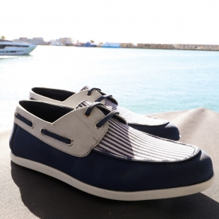 BOAT SHOE NAVY STRIPES  NAVY STRIPES, NAVY/WHITE NOBUCK, LEATHER LINING, NAVY LACE, BICOLOR RUBBER SOLE, DUST BAG, SHOE-HORN AND BOX, MADE IN SPAIN, HANDMADE TO ORDER, MADE IN SPAIN, MADE TO ORDER IN 21 DAYS  FOR MEN  📱 www.shoesfactory1985.com #sneakers #zapatos #deportivas #shoes #fashion #spain #handmade #madeinspain #usa #shopping #bespokeshoes #bespokestyle #kill #amazingshoes #style #espardenyes #riviera #drivershoes #drivingshoes #eeuu #unitedstates #baseball #calavera #basketball #basket